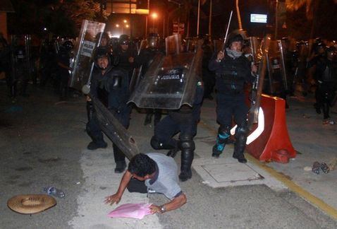 desalojo_maestros-desalojo_maestros_chilpancingo_MILIMA20150224_0490_8