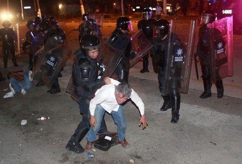 desalojo_policia_federal-desalojo_maestros_CETEG-enfrentamiento_CETEG_MILIMA20150224_0489_8